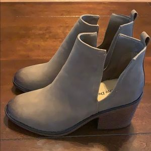 """Pierre Dumas """"NEW"""" ankle boots size 8 1/2"""